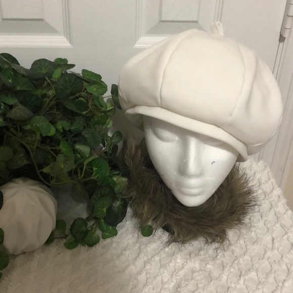Vintage White Beret Hat / 8 inch circumference